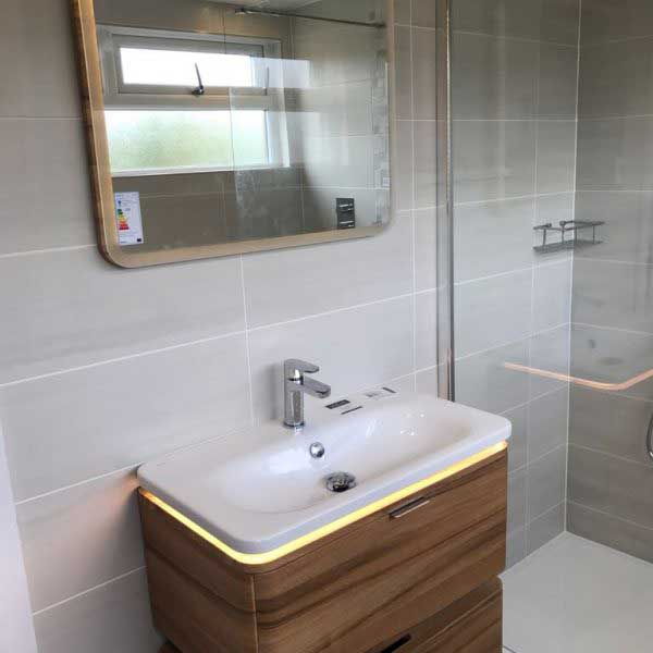 Wooden 3 piece bathroom suite in ensuite bathroom